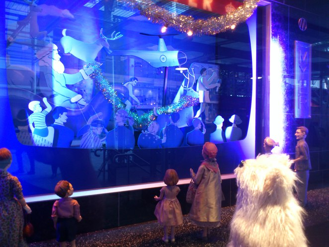 myer christmas windows brisbane, myer christmas windows 2015, little dog and the christmas wish, christmas activities queen street mall, brisbane christmas activities, brisbane christmas events, myer christmas parade and pantomime