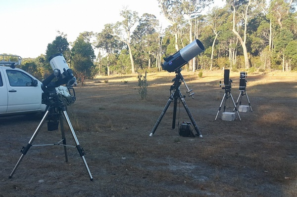 Telescopes,to,see,eclipse
