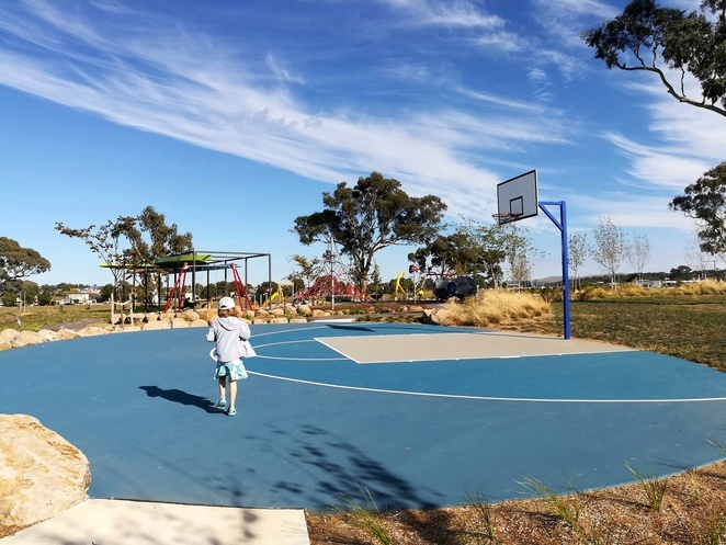 throsby playground, basketball courts, canberra, playgrounds, ACT, best playgrounds, things to do, cheap, free, activities, things to do, kids, children, bored, Australia,