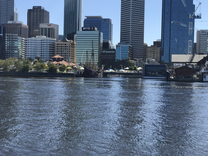 cheap or free things to do in perth, school holiday fun, transperth ferries, ferry to south perth, perth ferry to the zoo, south perth ferry ticket prices, elizabeth quay ferry