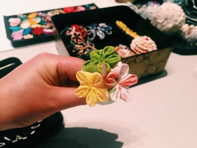 Making,Japanese,flowers