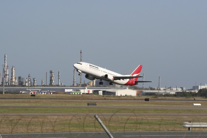A plane leaves Brisbane Airport (Photo courtesy of Shaun Garrity via Wikicommons_