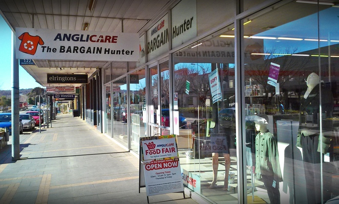the bargain hunter, queanbeyan, canberra, nsw, act, op shops, best op shops, op shopping, thrift stores, second hand, furniture, clothes,