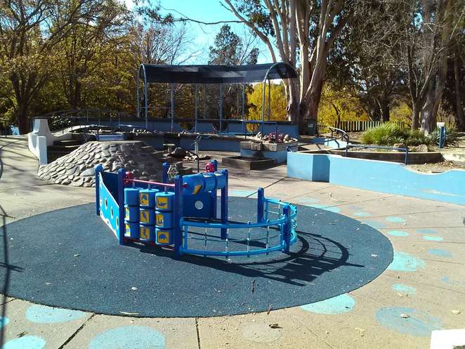Weston Park playground, yarralumla, canberra, yarralumla play station, canberra, ACT, parks, playgrounds,
