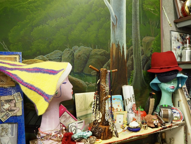 hats, retro, clothing, collectables, secondhand, Melbourne Cup, jewellery,
