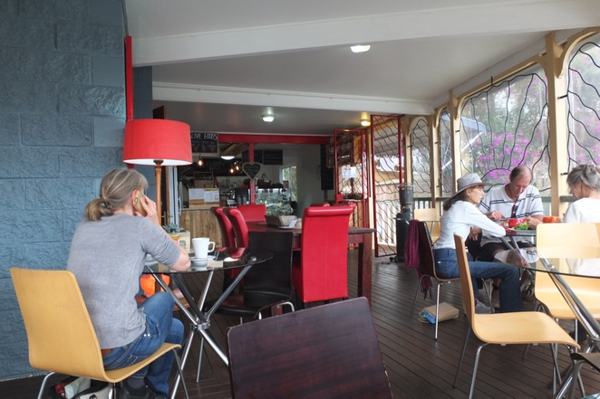 Live Foods Cafe, Maleny-Montville Road, Maleny, plant-based whole foods, one hundred per cent gluten-free, dairy-free and GMO-free, local seasonal, organic and spray free produce, be kind to our planet, raw cake selection, indoor and outdoor seating