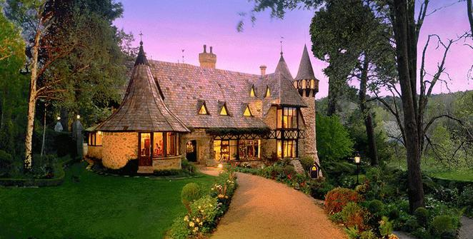Thorngrove Manor, castle hotel Australia,