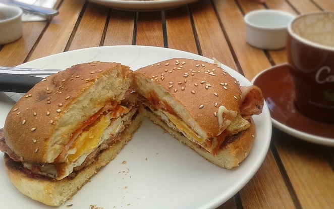 common grounds, canberra, ACT, cafes, best bacon and egg rolls, breakfast, campos coffee,
