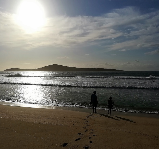 fingal bay, fingal beach, swimming beaches, surf clubs, flags, life guards, NSW, port stephens, near nelson bay, fingal spit, lara bingle ad, dawn, best beaches,