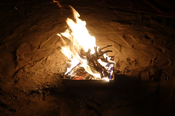 fire,flame,red,yellow,warm,wood,sand
