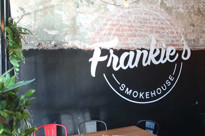 frankie smokehouse brisbane woolloongabba barbecue smoked meat pickle lunch dinner