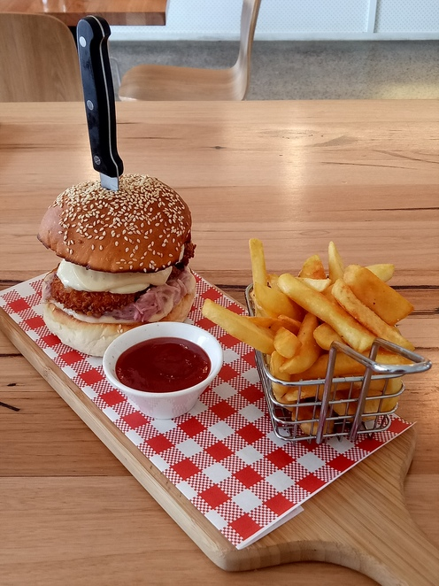 Lunch, cafe, burger, family friendly, kid friendly, food store, northcote cafe