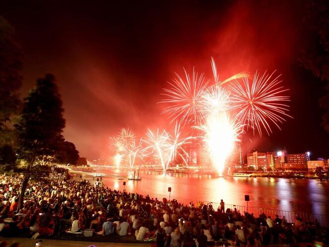 2020 nye fireworks brisbane, community event, fun things to do, free new years eve event, festive season, win woolworths gift card, firework displays, what's on brisbane, family fun, festive traditions
