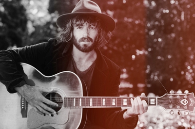 Angus Stone is coming to the Sunshine Coast/Image from angusstone.com