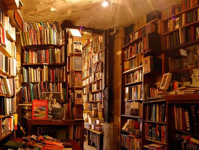 The original Shakespeare and Co interior (source: Wikicommons)