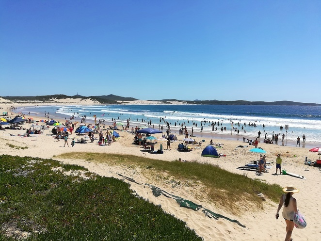one mile beach, port stephens, NSW, flags, lie savers, swimming, kids, school holidays, families,