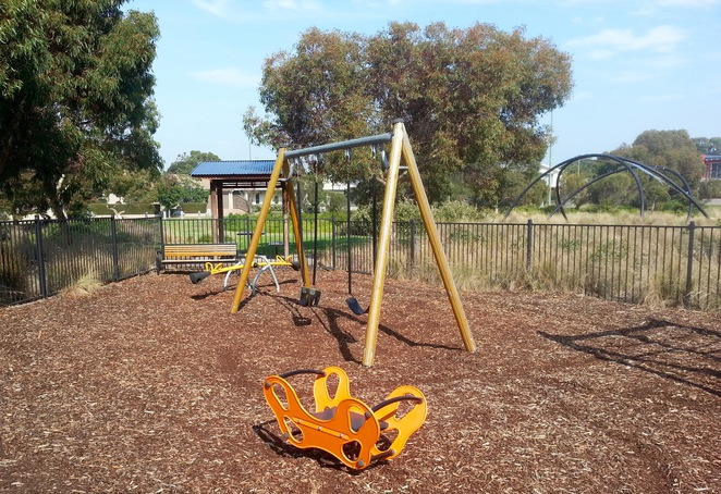Seabank Estate, Seabanks, Seabank Drive, Barwon Heads, Park, Playground, Bellarine Playgrounds, swings, see-saw,
