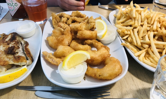 Fish and chips, tacos, burgers, hamburgers, cheap eats, friendly service, eat in or take away, outdoor eating areas, fresh seafood, North Melbourne take away,