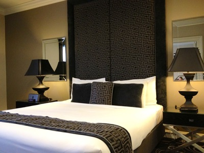 Grand Mercure Melbourne Flinders Lane Apartments Signature Suite bedroom