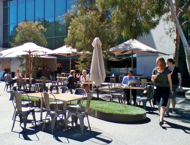 street cafe, national gallery of australia, canberra, takeaway coffee, cafes, lake burley griffin, ACT,