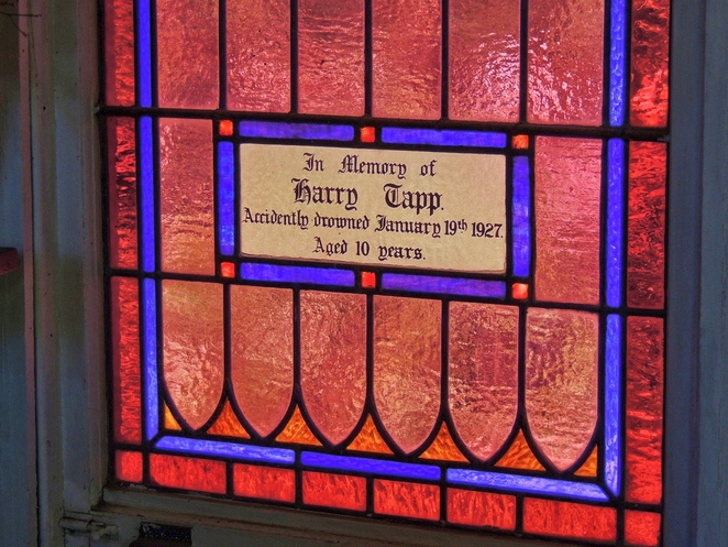tailem town, ghost adventures, history of south australia, ghost tours, old tailem town, holiday in sa, about south australia, tourism, tailem bend, stained glass window