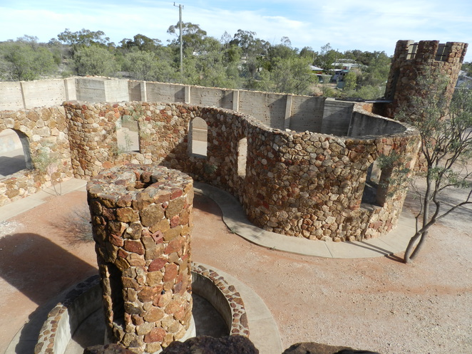 Amigo's Castle, Lightning Ridge, Castle, Ironstone