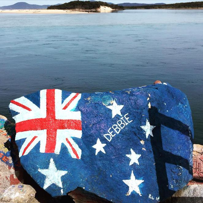australia, flag, nambucca, heads, v wall, outdoor, art, rock, breakwall, nsw, holiday, coast