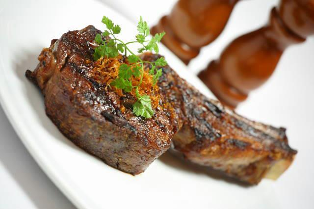 Biggest steaks in Melbourne where are Melbourne's largest steaks tomahawk Railway club hotel rib-eye on the bone 750 grams