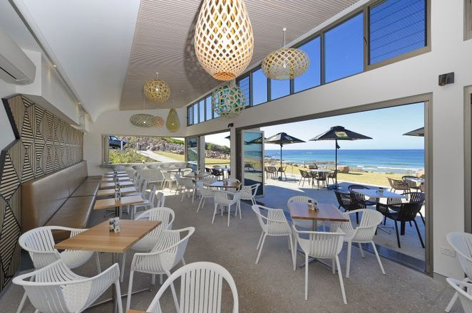 crest birubi beach, cafes with views, anna bay, birubi beach, camel rides, stockton dunes, sand boarding, breakfast, lunch, best views in nelson bay, port stephens, NSW,