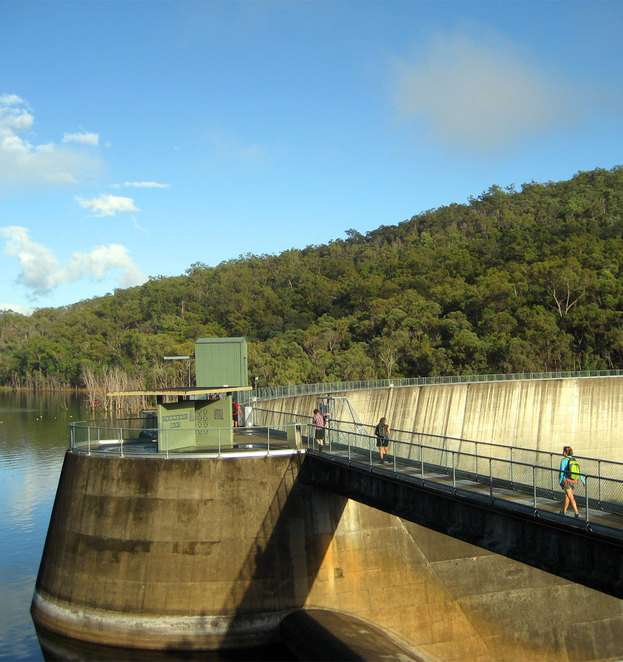 The walk starts by crossing Moogerah Dam