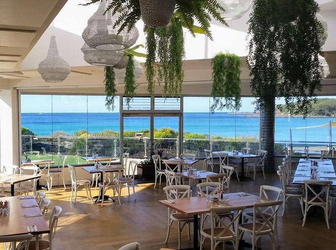 saltwater restaurant, fingal bay, dinner, lunch, views, fingal bay views, seafood, romantic, wedding venues, fingal spit,