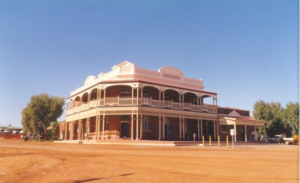 The old hotel in Gwalia. Image courtesy of Mulgamutt / Wikimedia Commons