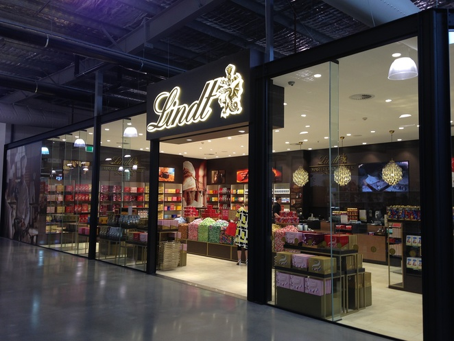 lindt, chocolate, canberra centre, chocolate, dfo, ACT, outlet centre, shopping centre, chocolate cafe, lindt balls, cafes, hot chocolate, chocolate tour,