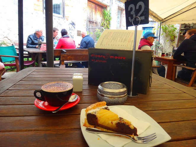 moore and moore, cafe, fremantle, breakfast, lunch, coffee, cake, art, retro, unique