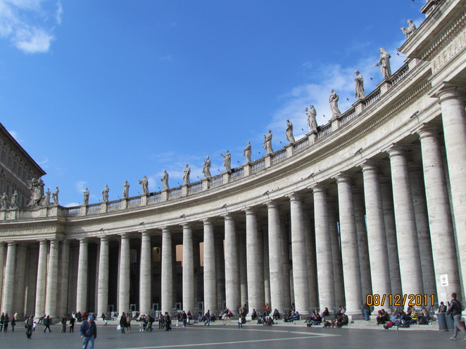 Statues of the Saints around St Peter's Square