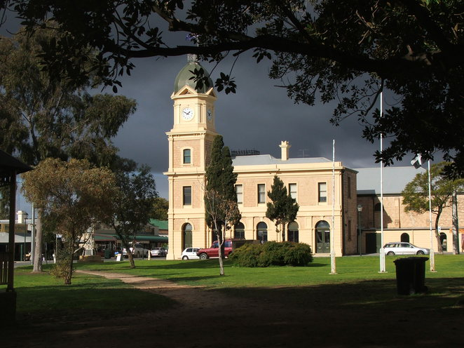 town hall, Moonta, Queens Square, historic building, art gallery