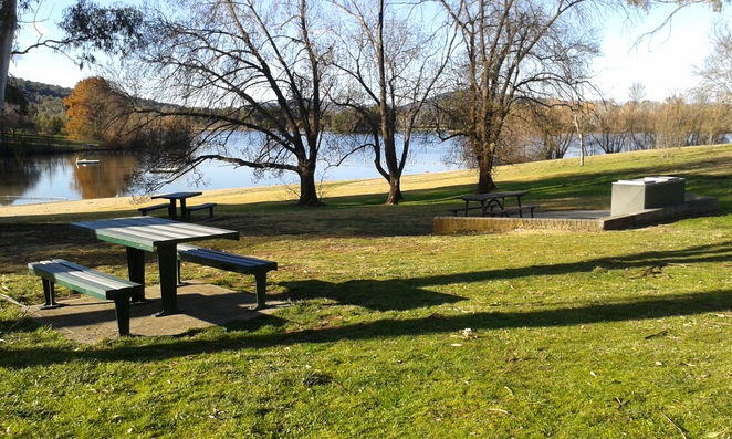Weston Park, Lake Burley Griffin, Canberra, BBQs, picnic areas
