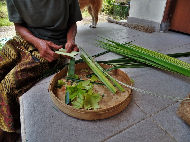 balinese offerings for daily rituals