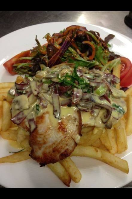 chicken boscaiola, chicken, mushrooms, creamy sauce, delicious, food, cafe, night out, burwood, palm breeze cafe, chips, yummy