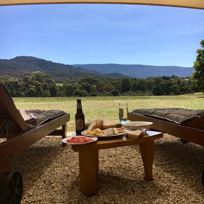 grampians, halls gap, boroka downs, country, victoria, stawell, ararat, pomonal, getaway, cabin, luxury, luxurious, residence, bed and breakfast, b&b, glamping, private, dvd, movie, wine