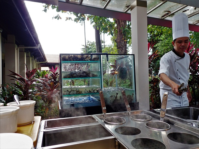live cooking station at Kwee Zeen Magnifique Sunday Champagne Brunch in Sofitel Singapore Sentosa Resort & Spa