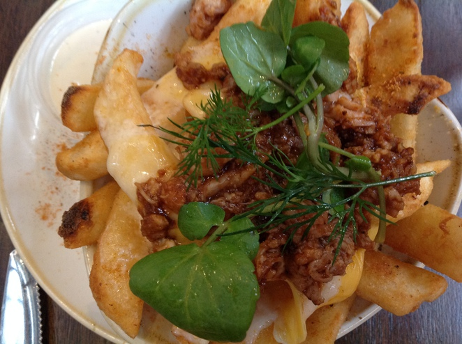 loaded chips, Sir Chapel Brewery & Grill House
