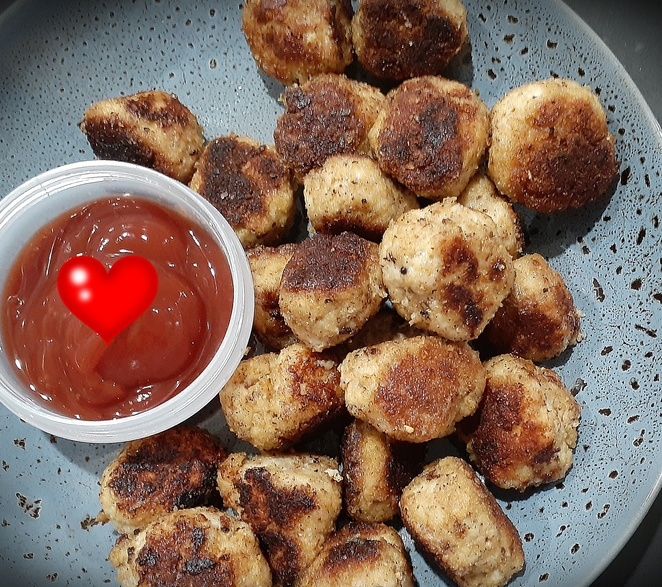 spicy chicken bites, taco seasoning recipes, chicken mince recipes, chicken mince, egg, breadcrumbs, old el paso taco kits, kids, children, family, finger food, lunch, dinner, party food, recipes, australia,