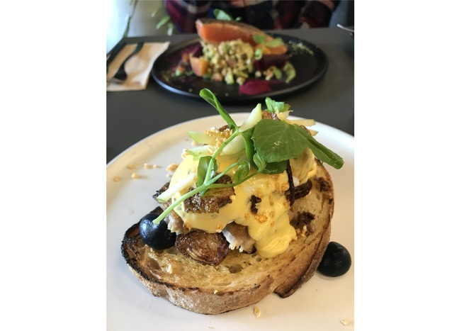 brunch, hatter and the hare, melbourne, bayswater, eggs