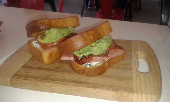 lazy mays, canberra, tuggeranong, cafes, breakfast, lunch,