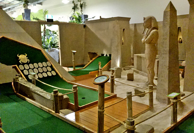 mini golf king, canberra outlet centre, ACT, mini golf, family, school holidays, teenagers,