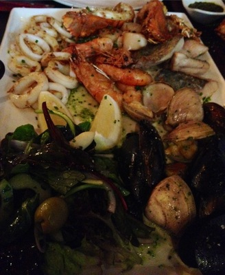 Robert Burns Hotel Spanish restaurant bar pub Collingwood seafood platter
