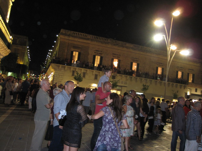 Visitors to Valletta on Notte Bianca