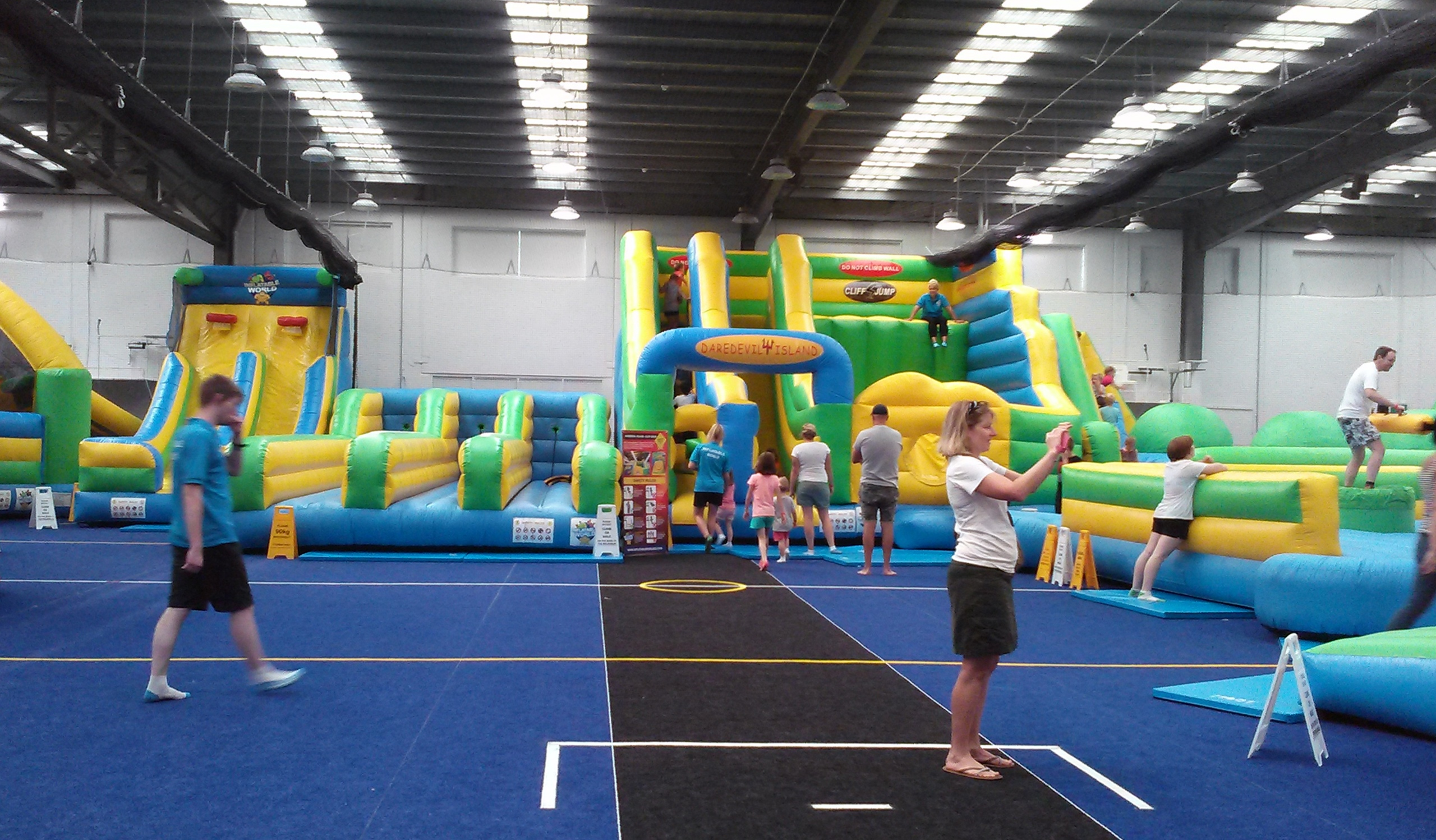 Kambah Inflatable World Canberra - Childrens birthday party ideas canberra