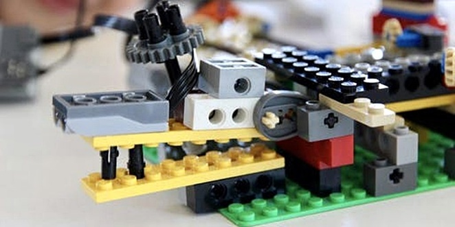 little engineers, crocodile capture, library, ACT, school holidays, coding, lego, robotics, free, free school holiday activities, ACT, family, children,